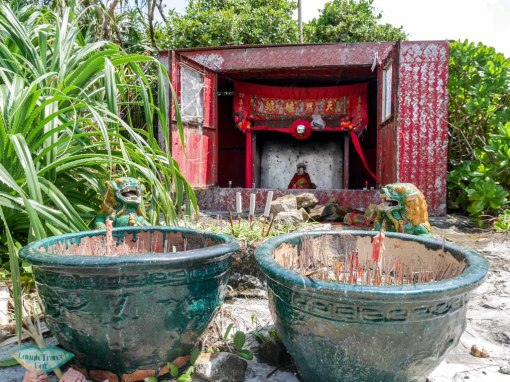 smallest-tin-hau-temple-south-ninepin-island-sai-kung-hong-kong-Laugh-Travel-Eat